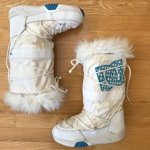 DC Shoe Co White Chalet Boots Size 7/8